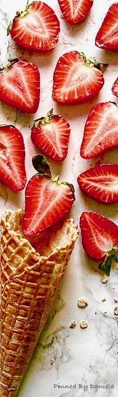 Fruit Splash, Strawberry Fields Forever, My Cup Of Tea, Refreshing Drinks, Mini Cakes, Fresh Fruit, Veggies, Sweet, Ms