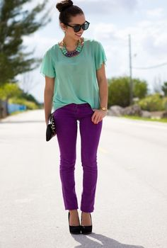 Wouldn't have thought up put green and purple together like this. Classy way to wear colored jeans