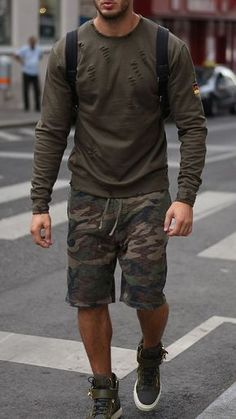 Bermuda Masculina: Macho Moda - Blog de Moda Masculina: Bermuda Masculina: 5 Modelos que estão em alta pra 2017. Moda Masculina, Moda para Homens, Roupa de Homem, Bermuda Masculina Estampada está bem em alta para 2017. #MensFashionShorts