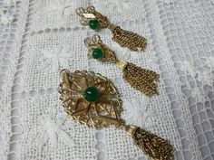 Peking  Sarah Coventry Gold Tone Earrings  and Brooch 1972 Mint