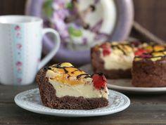 Вкусный, полезный и оригинальный творожный пирог с персиками. Получается очень нежный и сочный. Ингредиенты (для формы 18 см.) Для теста: Мука пшеничная цельнозерновая: 100 г.