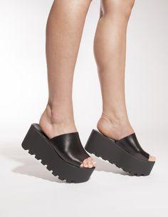 schuh Lightning black sandals