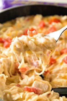 One Pot Mexican Chicken Spaghetti Mexican Chicken Spaghetti, Spaghetti Dinner, One Pot Spaghetti, Spicy Chicken Spaghetti Recipe, Mexican Pasta, Mexican Dishes, Mexican Tacos, Mexican Night, Mexican Cheese