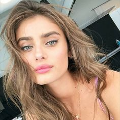 Taylor Hill Makeup Looks! Taylor Marie Hill, Taylor Hill Hair, Taylor Hill Style, Inka Williams, Puffy Eyes, Victoria Secret Angels, Victoria Secret Hair, Mannequins, Pretty People