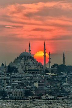 #توراستانبول # تابان ایر4 دی تا 13 دی  93 #آسمان پرستاره 22887100-مونا احمدی  و هاشمی و نارنجی  http://www.apstour.com/parameter/apstour/files/istanbul20141229.jpg