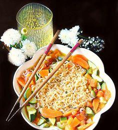 Per la mia rubrica dedicata alle Cucina nel mondo oggi vi propongo una ricca zuppa di noodles, un piatto ricco e completo tipic...