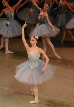 Beautiful tutus - appropriately dreamy for Don Quixote's dream of the dryads. Here is Oksana Skorik as Queen of the Dryads. Music Box Ballerina, Ballerina Dancing, Ballet Tutu, Ballet Dancers, Tutu Costumes, Ballet Costumes, Costume Ideas, La Bayadere, Australian Ballet