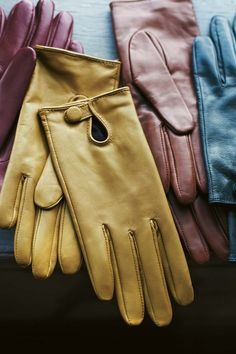 Toast soft, richly coloured, leather gloves with a key-hole opening that fastens with a popper. Lined with cotton (would need cashmere lining for our winters, though! Winter Accessories, Fashion Accessories, Maternity Capsule Wardrobe, Knitting Abbreviations, Gloves Fashion, Outfit Invierno, Vintage Gloves, Mitten Gloves, Leather Gloves