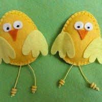 Décorations de Pâques / produits détaillant Danitka | Fler.cz Easter Crafts, Felt Crafts, Holiday Crafts, Diy Crafts, Fabric Christmas Trees, Yarn Wall Art, Chicken Crafts, Felt Birds, Craft Show Ideas
