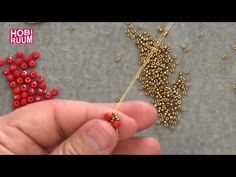 Netted Triangles Necklace Tutorial - Triangle Motif Necklace with Mesh Technique . Seed Bead Tutorials, Beading Tutorials, Beaded Bracelets Tutorial, Necklace Tutorial, Beaded Jewelry Patterns, Beading Patterns, Triangle Necklace, Beading Techniques, Diy Schmuck