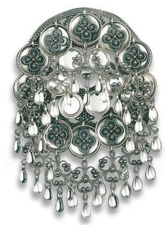 sølje til min bunad Traditional Dresses, Traditional Art, Norwegian Clothing, Norwegian Style, Norse Vikings, Bridal Crown, Folk Costume, Samara, Wedding Looks