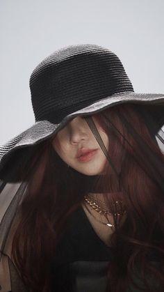 Terra Do Nunca, Soyeon, Soo Jin, Fandom, Korean Artist, Pose Reference, Cube Entertainment, Short Girls, Extended Play