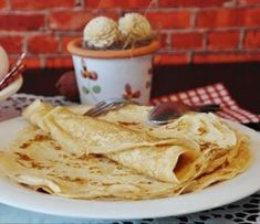 Best Crepes in Orlando Where do crepes come from? Crepes are known to have a very fascinating history. Crepes, which originated from a small Dessert Breton, Pancake Fillings, Crepe Maker, How To Make Crepe, Pancakes Easy, Swedish Pancakes, Oatmeal Pancakes, Croatian Recipes, Crepe Recipes