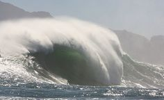 Monster set wave at Dungeons, South Africa. Photo by Nic Bothma.