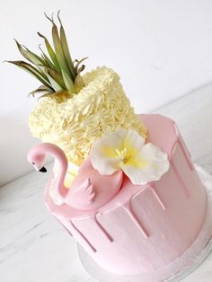 #flamingo #flamingoparty #ananas #pineapple #pink #roze #party #dripcake #cake