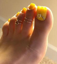 Bright toe nails, gold toe nails, gold toe rings, how to do nails, pe Bright Toe Nails, Gold Toe Nails, Yellow Toe Nails, Pretty Toe Nails, Cute Toe Nails, Toe Nail Color, Feet Nails, Toe Nail Art, Gold Toe Rings