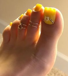 Bright toe nails, gold toe nails, gold toe rings, how to do nails, pe Bright Toe Nails, Gold Toe Nails, Yellow Toe Nails, Pretty Toe Nails, Toe Nail Color, Cute Toe Nails, Feet Nails, Pretty Toes, Toe Nail Art