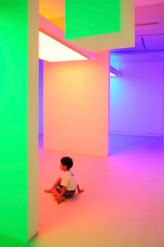 """Cruz Diez, Chromosaturation at the """"Environment Chromatic-Interferences. Interactive Space by Carlos Cruz-Diez"""", 2010 Interactive Installation, Interactive Art, Installation Art, Art Installations, Exposition Interactive, 2 Logo, Neon Aesthetic, Light And Space, Grid Design"""