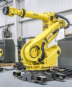 The FANUC robot is a heavy payload robot with great versatility. RobotWorx offers new and reconditioned versions of the FANUC robot. Industrial Robotic Arm, Industrial Robots, Mechanical Art, Mechanical Design, Robotic Automation, Machinist Tools, Cool Shapes, Robot Concept Art, Robot Arm