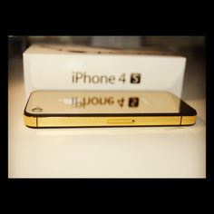 Golden trim and golden backplate iPhone 4S