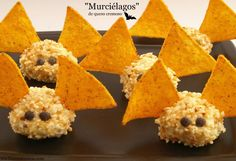 Murciélagos de queso - MisThermorecetas.com Dulceros Halloween, Creepy Halloween Food, Halloween Party Treats, Spooky Food, Halloween Appetizers, Homemade Halloween, Halloween Cupcakes, Hallowen Food, Tapas