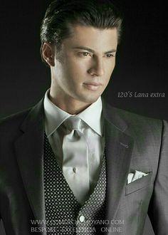 Colección Gentleman British Style online www.comercialmoyano.com MadeinItaly WWW.OTTAVIONUCCIO.COM Bespoke Excelencia #Bodas2015 #Sartoria