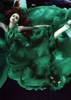 Alix Malka underwater photography -green & flowing