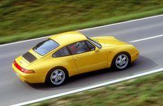 Dieser Elfer ist der letzte mit einem luftgekühlten Boxermotor, danach wurde auch bei Porsche mit Wasser gekühlt. Für Liebhaber hat der 993 deshalb eine besondere Stellung