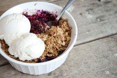 Berry oat crumble