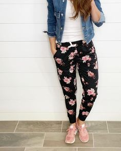 Casual Chic Style, Style Me, How To Wear Joggers, Winter Outfits, Winter Clothes, Plus Size Girls, Lula Roe Outfits, Website Link, Fashion 2020