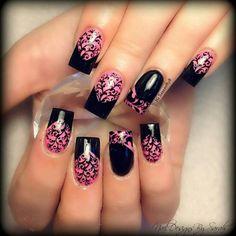 Elegante e raffinata questa #nailart dai colori rosa e nero, vi piace? http://www.vanitylovers.com/prodotti-nails/smalti.html?utm_source=pinterest.com&utm_medium=post&utm_content=vanity-smalti&utm_campaign=pin-rico
