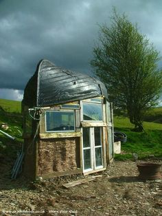 Boat Roofed Shed was the winner of Shed of the Year 2014 on George Clarke's Amazing Spaces Backyard Buildings, Small Buildings, Small Houses, George Clarke Amazing Spaces, Cool Sheds, Shed Of The Year, Boat Shed, Backyard Studio, Old Boats