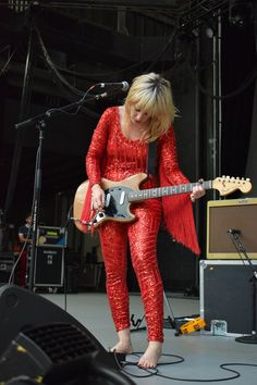 Lindsey-Troy-of-Deap-Vally-performing-at-Chastain-Park-ATL.jpg (1000×1500)