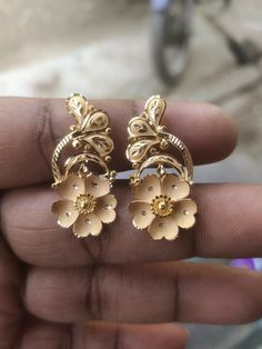 India Jewelry, Jewelry Shop, Pendant Jewelry, Fashion Jewelry, Gold Earrings Designs, Gold Jewellery Design, Necklace Designs, Jewelers Workbench, Mahadev Quotes