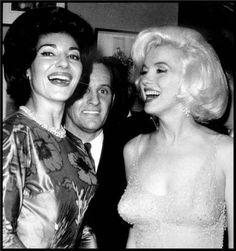 Marilyn Monroe with Maria Callas backstage JFK birthday gala - May 1962 Jfk And Marilyn, Fotos Marilyn Monroe, Norma Jean Marilyn Monroe, Maria Callas, Divas, John F Kennedy, Jfk Birthday, Happy Birthday, Birthday Celebration