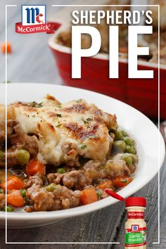Looking to change up your weekly dinner routine? Try out this classic British-inspired Shepherd's Pie! Filled with beef, vegetables and gravy, this one dish dinner is the perfect busy weeknight meal. Entree Recipes, Meat Recipes, Crockpot Recipes, Dinner Recipes, Cooking Recipes, Drink Recipes, Cake Recipes, Recipies, One Dish Dinners