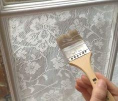 As cortinas servem para tirarem e diminuem a luz nos quartos, elas são as peças mais utilizadas para estas tarefas. Mas nos temos para si uma outra opção fora do comum para cobrir as suas janelas de forma muito interessante e ao mesmo tempo criar algo muito bonito.