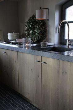 Ideas Bathroom Decoration Ideas Concrete Counter For 2019 Dark Grey Kitchen Cabinets, Beige Cabinets, Granite Kitchen, Buy Kitchen, Wooden Kitchen, Kitchen Countertops, Kitchen Decor, Kitchen Ideas, Rustic Master Bathroom