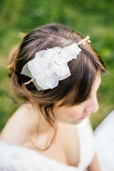 Country Wedding Styled Shoot von Die Hochzeitsfotografen. Headpiece: anoushka headpieces