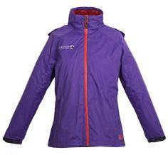 Hochwertige und superleichte Outdoor-Regenjacke in aktuellen Trendfarben der Saison. Price 129,95€