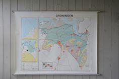 We hebben diverse provinciale landkaarten / oude wandkaarten.
