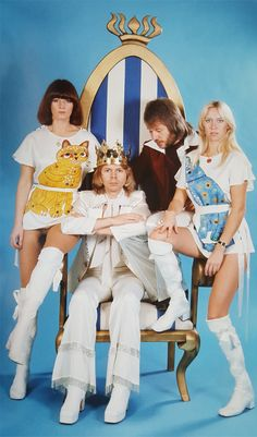 Ok, I'll get this started with one of my favourite photos of ABBA - although there are so many that I love. The velvet jumpsuits were always so beautiful to me - one of my absolute favourites :) Pop Punk, Does Your Mother Know, Frida Abba, Abba Mania, Dance It Out, Halloween Kostüm, Rock Legends, Mamma Mia, Having A Bad Day