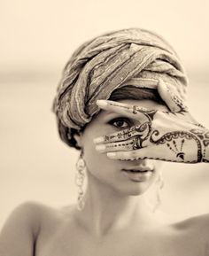 henna peek-a-boo