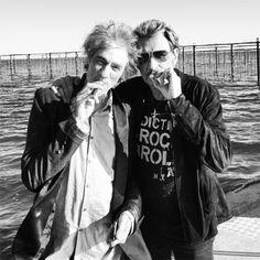 Les stars et la cigarette électronique : Louis Bertignac et Johny Hallyday copains de e-cig