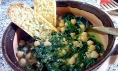 Potaje de garbanzos y espinacas - Zuppa di ceci e spinaci - Chickpea and spinach stew. italian food, italian recipe, cocina italiana, comida italiana