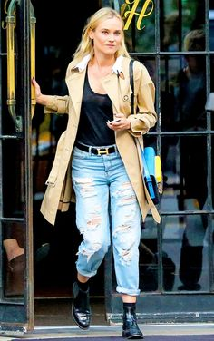 Diane Kruger in an effortless tank and boyfriend jeans paired with a classic trench coat and chelsea boots