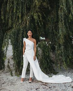 garden Wedding Outfit - Nicole Warne of Gary Pepper Girl Had A Wild Garden Wedding in New Zealand Gary Pepper Girl, Wedding Ceremony Etiquette, Wedding Pants, Bling Wedding Dresses, Custom Wedding Dress, Custom Dresses, Nicole Warne, Vogue Wedding, Wedding Jumpsuit