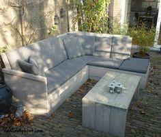 Loungen in je tuin met een heerlijk zonnetje! Wie wil dit nu niet? ;) #steigerhout #loungebank #buitenleven