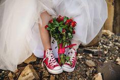 Sweatshirt Femme, Dream Wedding, Wedding Day, Wedding Converse, Glamour, Red Sneakers, Wedding Engagement, Girl Birthday, Marie