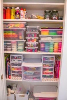 Kids Craft Supplies, Art Supplies Storage, Organize Art Supplies, Art Storage, Kids Craft Storage, Arts And Crafts Storage, Toy Closet Organization, Organize Craft Closet, Organizing